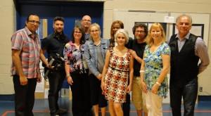 De gauche à droite : Sakay Ottawa, musicien et directeur adjoint, École Otapi, Mathieu Leblanc, caméraman et monteur, Anne Ardouin, directrice du projet Autour de l'école, le paysage et réalisatrice de PANORAMA, André Arsenault, Vanessa Moar, enseignante en arts plastiques, École Otapi, Sélestine Atchoheu, enseignante classe d'accueil, Nawal Mezemate, enseignante classe d'accueil, Pierre Ouellet, enseignant classe d'accueil, Francine Desorcy, directrice, École de l'Agora, Ghislain Picard, Chef de l'Assemblée des Premières Nations du Québec-Labrador
